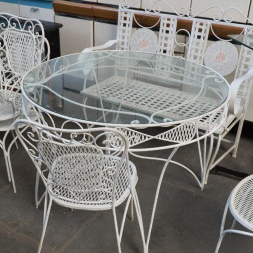 Noleggio Tavolo con sedie da giardino