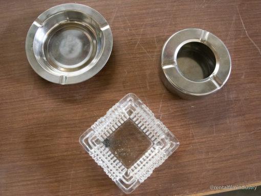Posacenere in vetro e acciaio