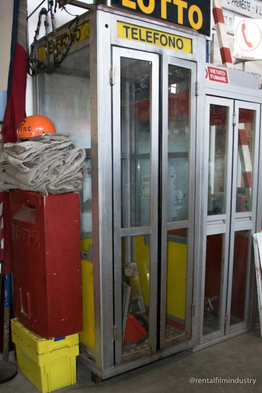 Cabina telefonica gialla