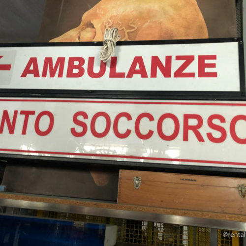 Insegne ospedaliere