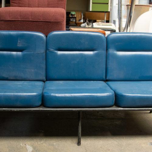 Divanetto azzurro sala d'attesa triplo