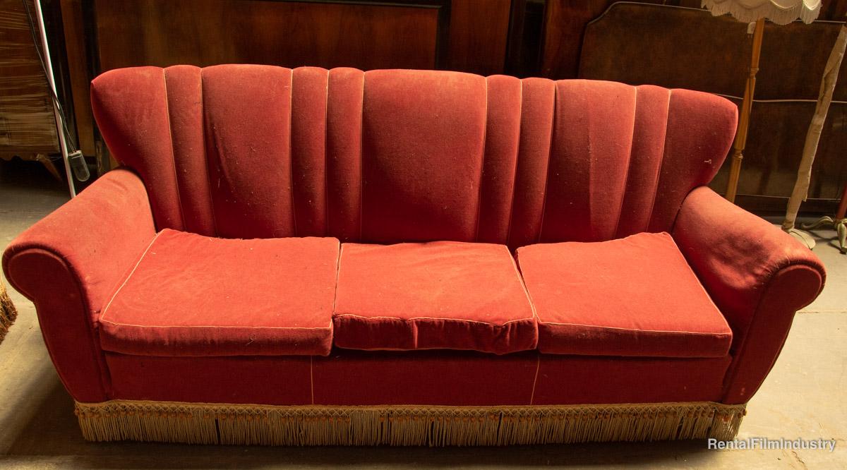 Divano rosso rubino anni \'60 - Rental Film Industry