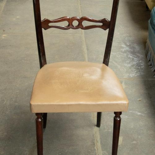 Sedia vintage in legno noce con seduta ecru anni '40-'60