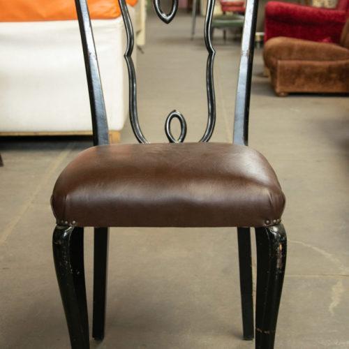 Sedia vintage in legno nero e cuoio marrone
