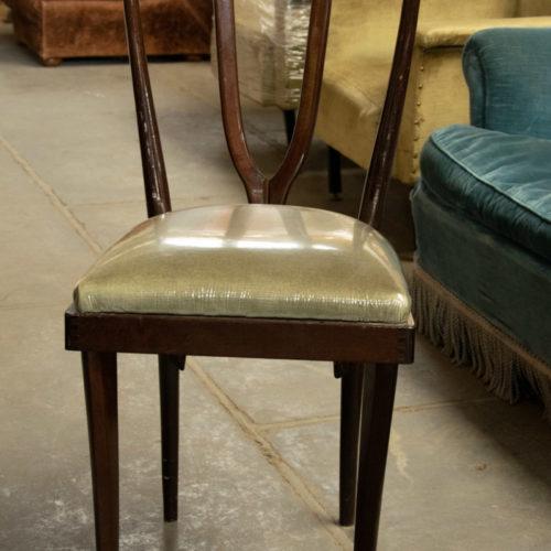 Sedia vintage in legno e tessuto verde pistacchio
