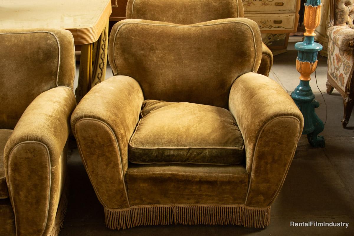Divano color steppa anni \'60 con due poltrone e una sedia - Rental ...