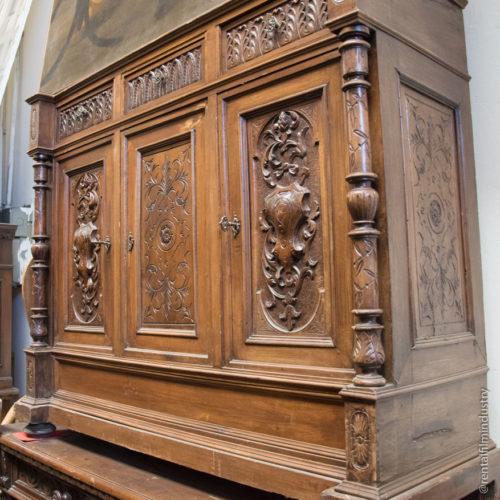 Credenza in legno rinascimentale