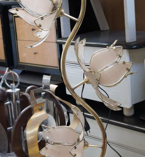 Lampada in ottone e fiori in vetro anni '80/'90