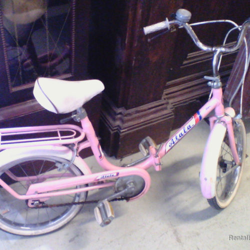 Bicicletta vintage rosa da bambina