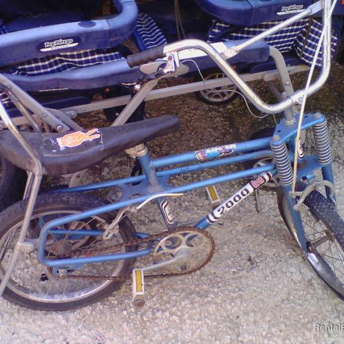 Bicicletta vintage blu da bambino