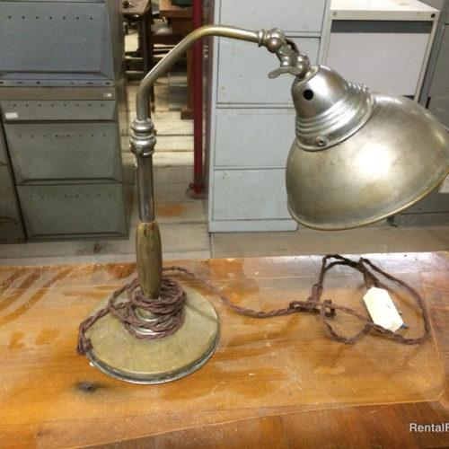 Lampada vintage in metallo da tavolo