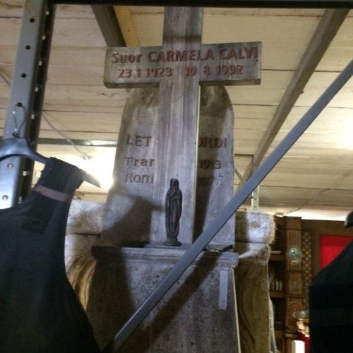 Lapide a forma di croce