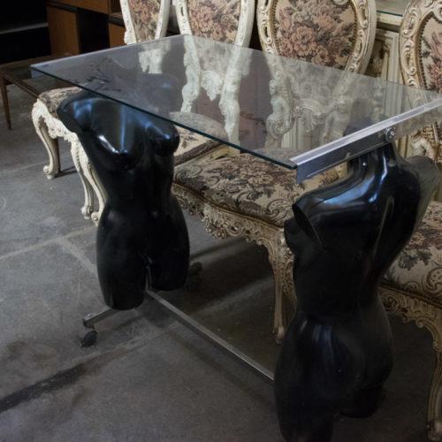 Tavolino con vetro in manichini anni '70-'80