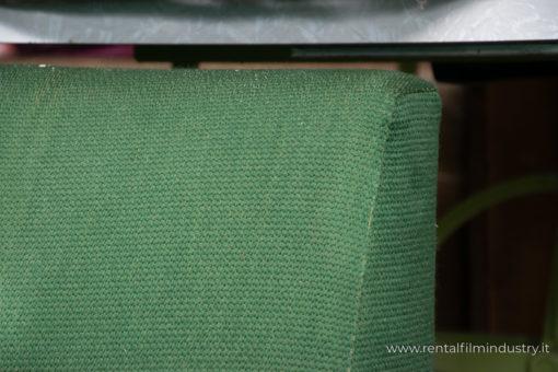 Divano verde stile svedese anni '70 dettaglio