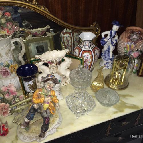 Soprammobili in porcellana e vetro