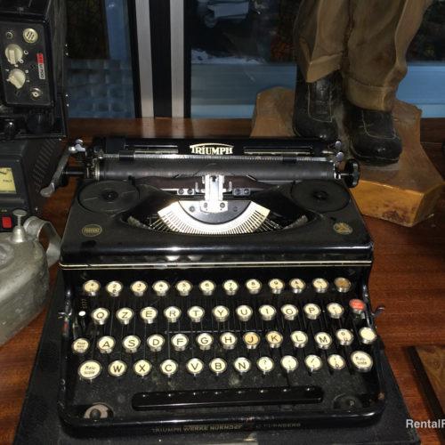 Macchina da scrivere nera vintage
