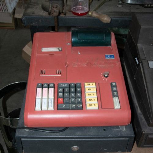 Registratore di cassa rosso moderno