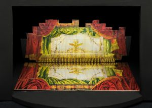 Rappresentazione de La Traviata nella mostra Scenamadre