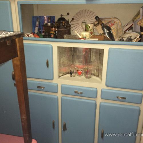 Credenza panna con cassetti e sportelli azzurri anni '50