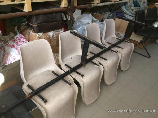 Sedie per sala da attesa grigie in plastica rigida