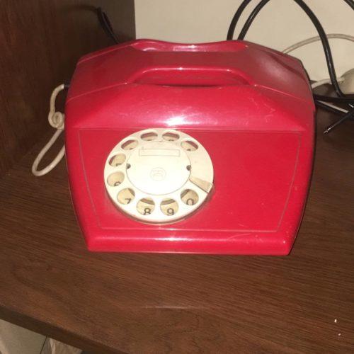 Telefono rosso design anni '70